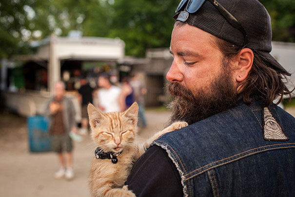 cat-biker-saves-kitten-pat-doody-12