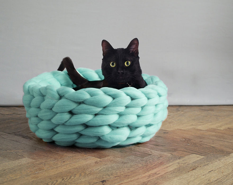 giant-chunky-knit-pet-beds-anna-mo-10